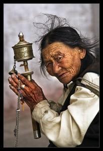 La ruota di preghiera è utilizzata in particolare per la recita del mantra Om Mani Padme Hum