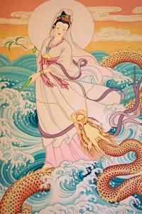 Guanyin nell'atto di  cavalcare un drago