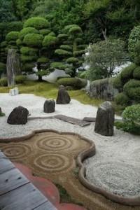 Giardino Zen - la disposizione di ciascun elemento rimanda ai concetti di equilibrio, calma ed imperturbabilità
