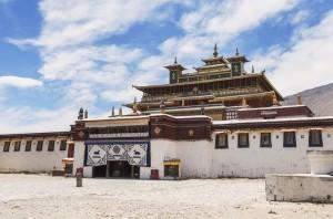 Veduta della facciata dell'edifici Principale del Complesso Monastico di Samye